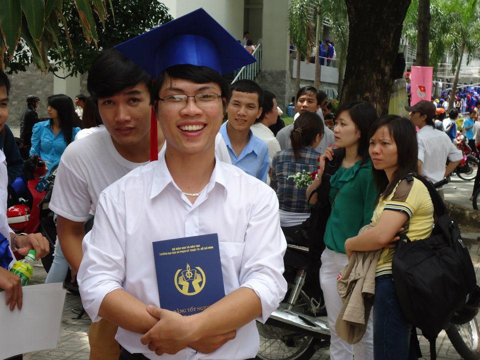 Ảnh tốt nghiệp.  552773_437918099563364_1864104970_n