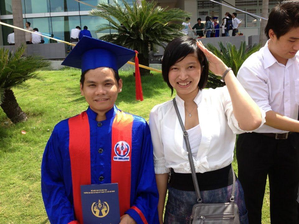 Ảnh tốt nghiệp.  556187_258163094287754_1822675926_n