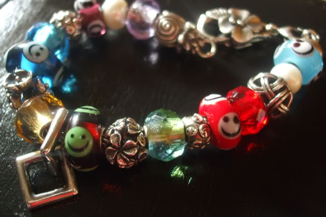 Show your bracelet with the smiley bead! 3