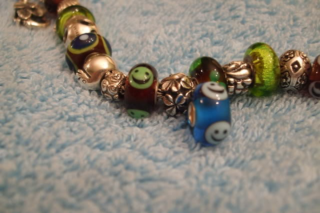 Show your bracelet with the smiley bead! Beads001