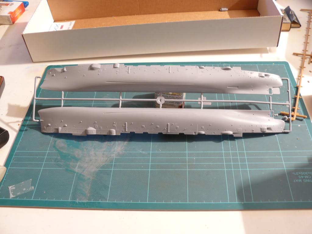 Croiseur Russe Varyag 1/350 Zvezda - Page 2 P1000098