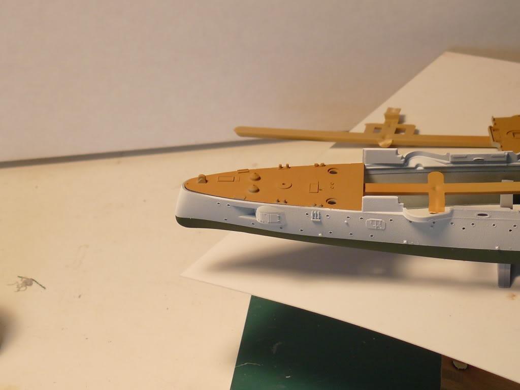 Croiseur Russe Varyag 1/350 Zvezda - Page 2 P1000305
