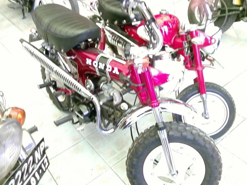 Motor KLASIK (jadul) mana yang paling LANGKA dari semua koleksi bro kita ini? hayoo sapa bisa jawab :) 20080901095503