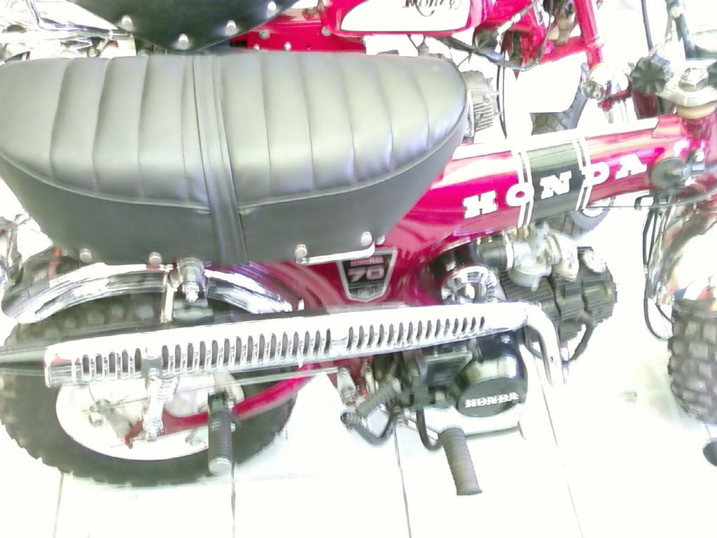 Motor KLASIK (jadul) mana yang paling LANGKA dari semua koleksi bro kita ini? hayoo sapa bisa jawab :) 20080901095518