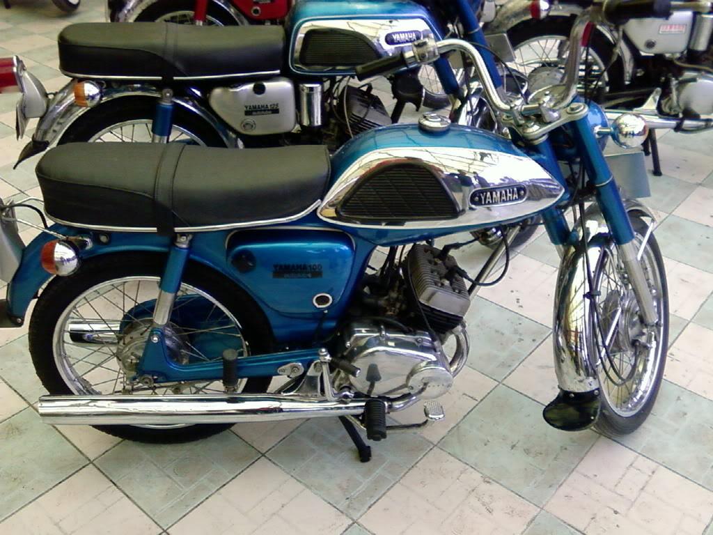 Motor KLASIK (jadul) mana yang paling LANGKA dari semua koleksi bro kita ini? hayoo sapa bisa jawab :) 20080901095611