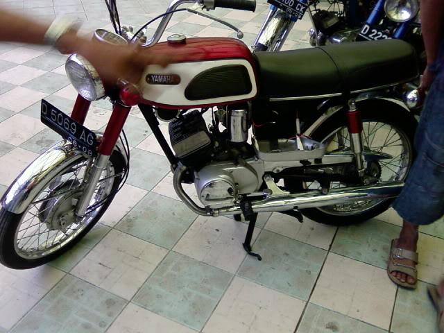 Motor KLASIK (jadul) mana yang paling LANGKA dari semua koleksi bro kita ini? hayoo sapa bisa jawab :) 20080901095650