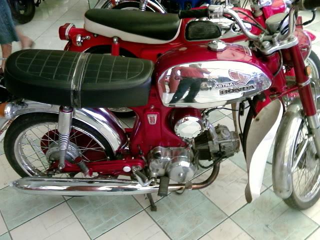 Motor KLASIK (jadul) mana yang paling LANGKA dari semua koleksi bro kita ini? hayoo sapa bisa jawab :) 20080901095830