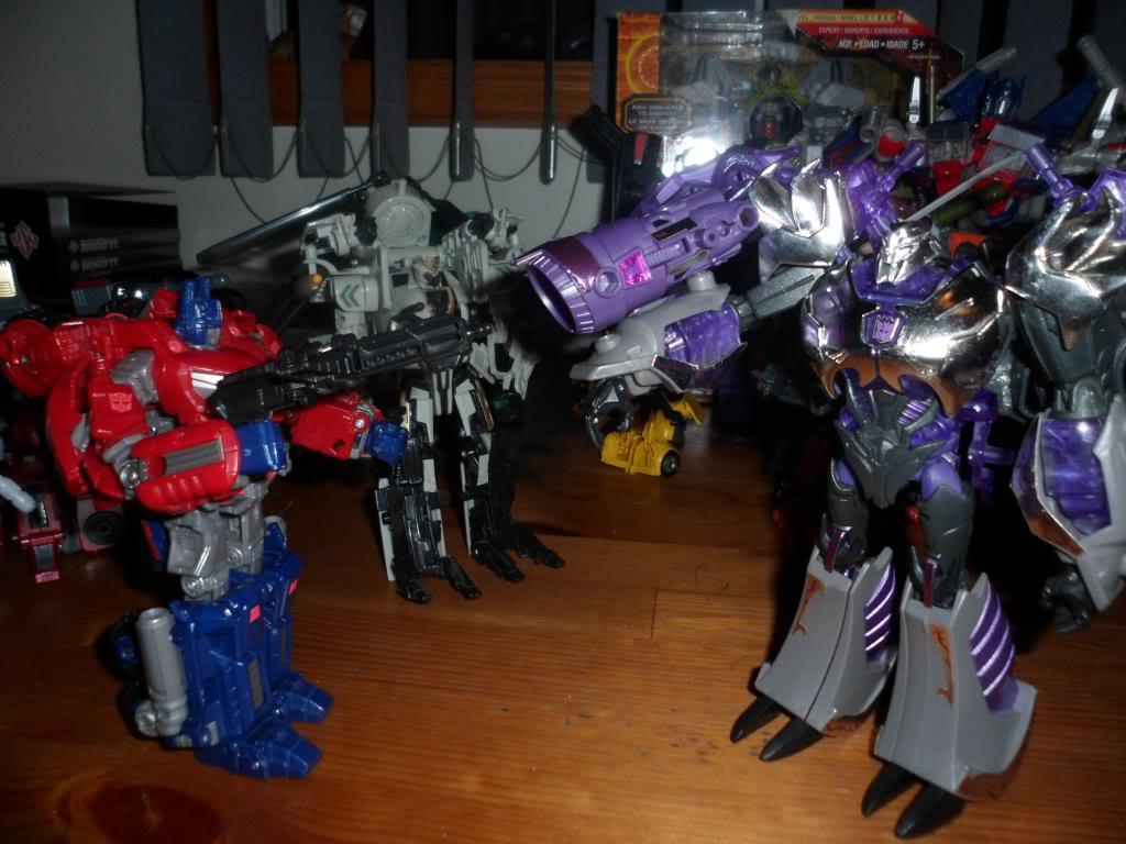 Guerres Transformers! Montrez-moi vos batailles et guerres épiques en photo ici. - Page 5 SAM_5200
