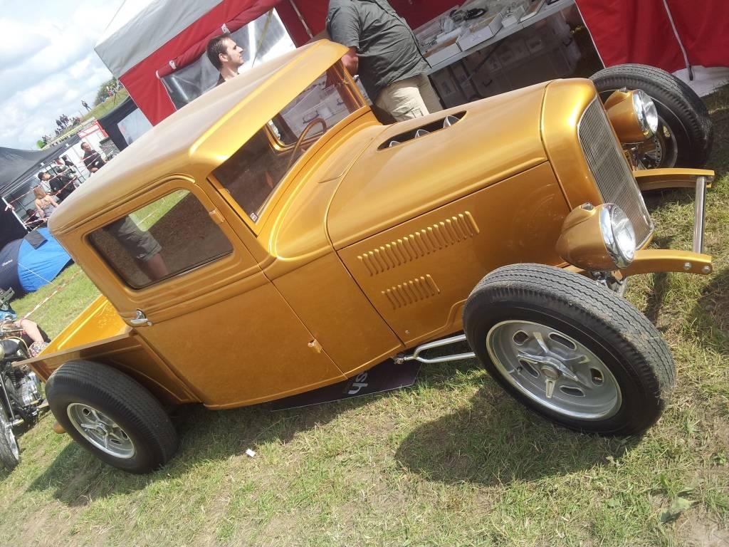 1ier EUROPEAN H0T R0D & Custom Show sur Chimay! 23-24/6/2012 - Page 9 2012-06-23165932