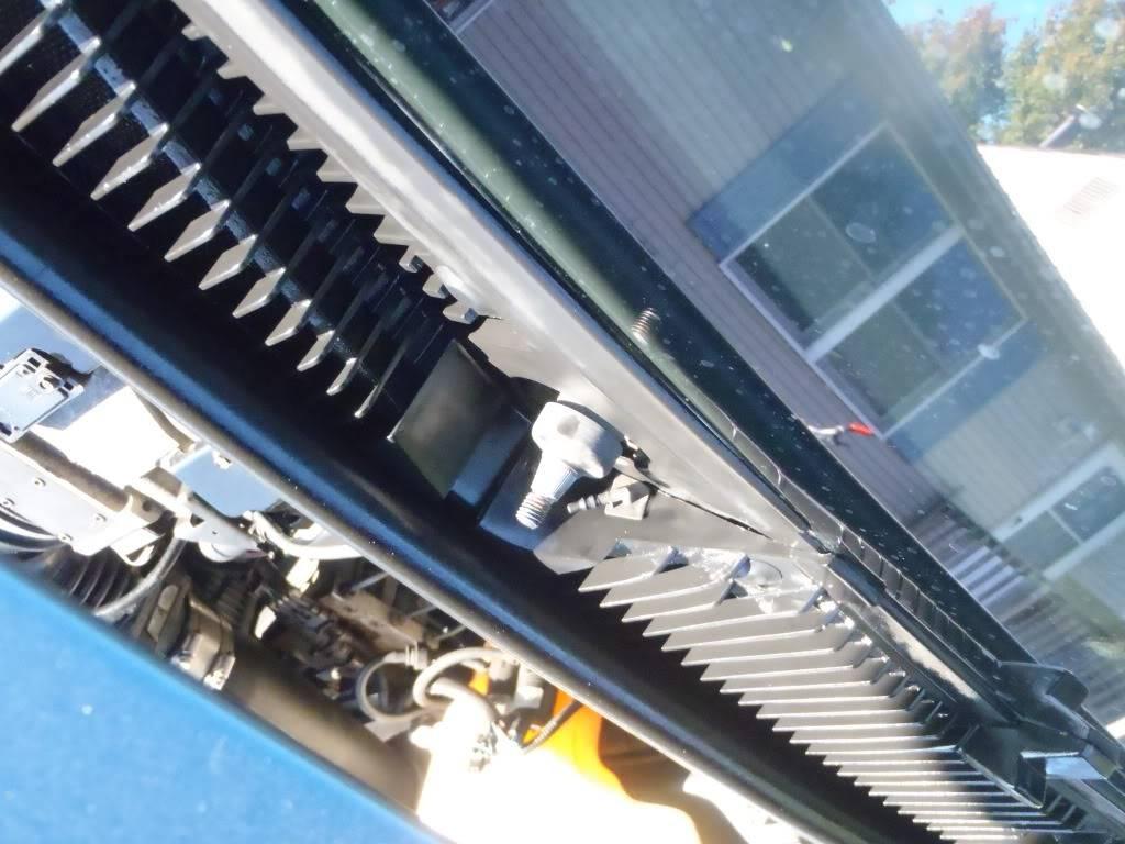 200OZ Cabin Filter Install PA080096