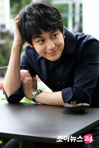 معلومآت عن الممثل الكوري Kim Bum الحآصل علي لقب آجمل ششاب في العالم KimBum
