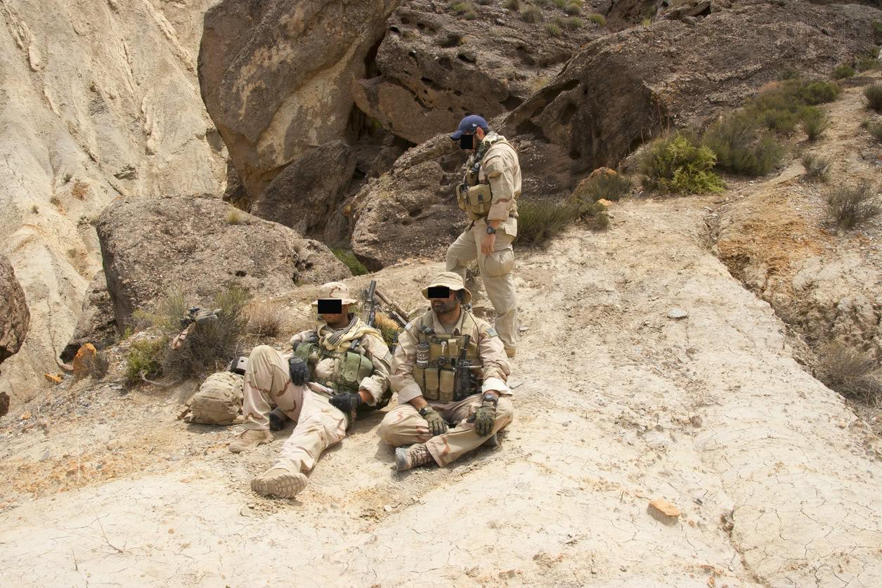 The Fallen Warriors - In honour of the fallen in OP. RW.  Reenactment moderno 2005 2d7244c9