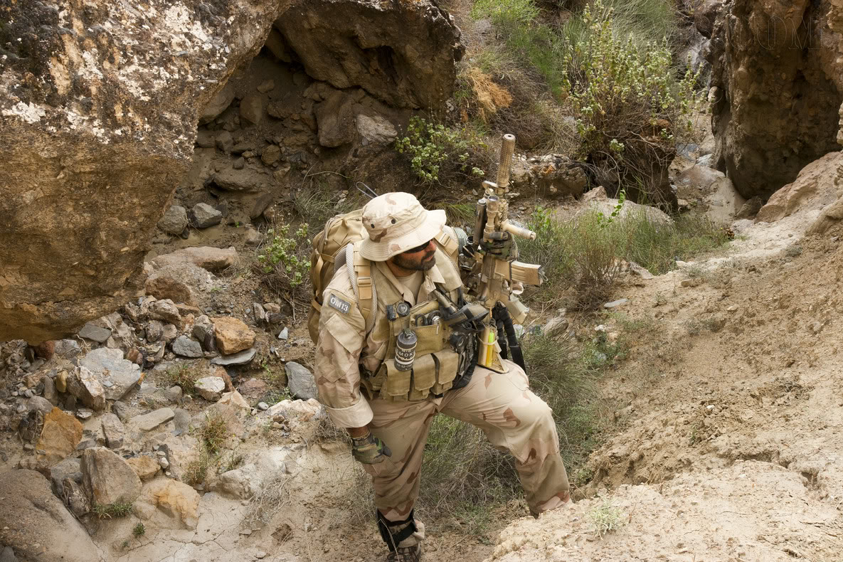 The Fallen Warriors - In honour of the fallen in OP. RW.  Reenactment moderno 2005 F77a1e3f