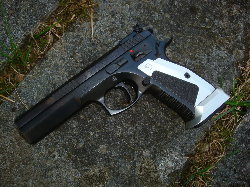 sig sauer P229 ou glock 23 Armes027