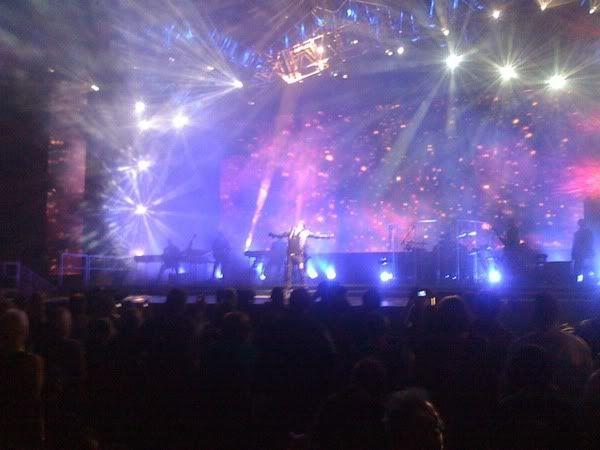 Buổi biểu diễn đầu tiên trong tour mùa hè :D:D:D 15913880
