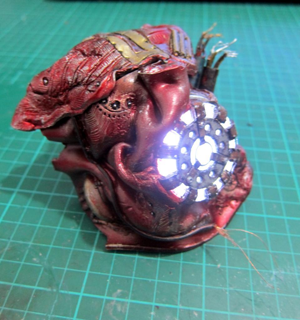 Custom Battle Damaged Hulkbuster Arc Reactor! IMG_1478_zpss6n1zjbv