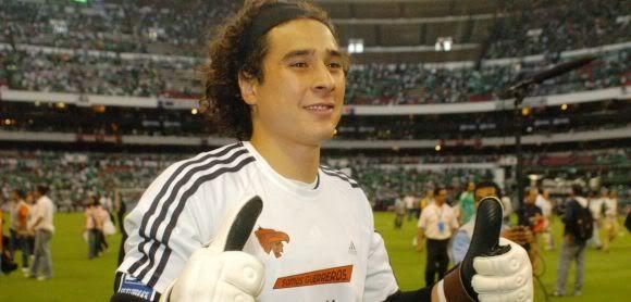 Guillermo Ochoa sueña con más fuerza poder jugar en Europa Memo-ochoa-580x278