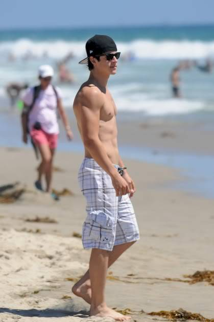 david henrie sin camisa Pictures, Images and Photos