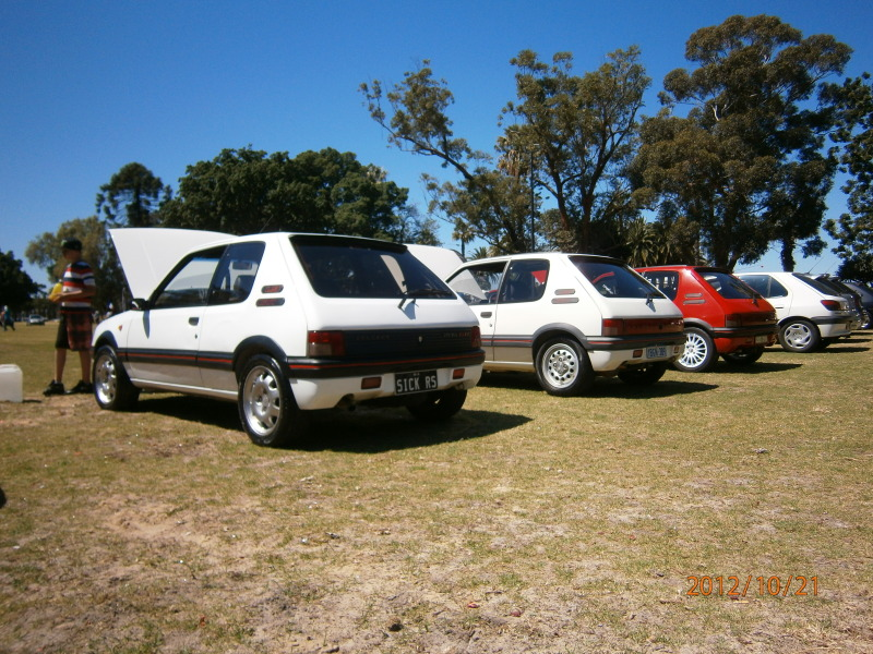 My other car lol 205 gti and my 207 gti next to it.. 029-1