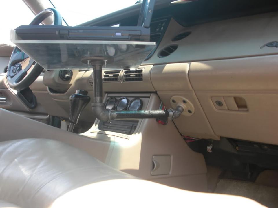 Laptop car mount for Riviera CIMG4429