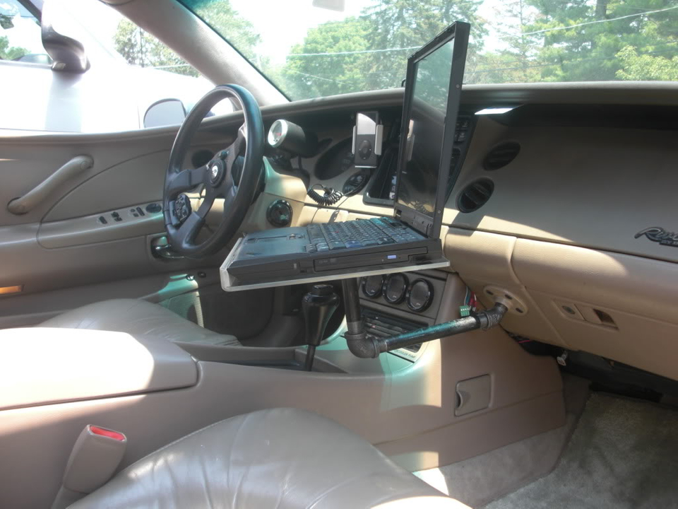 Laptop car mount for Riviera CIMG4432