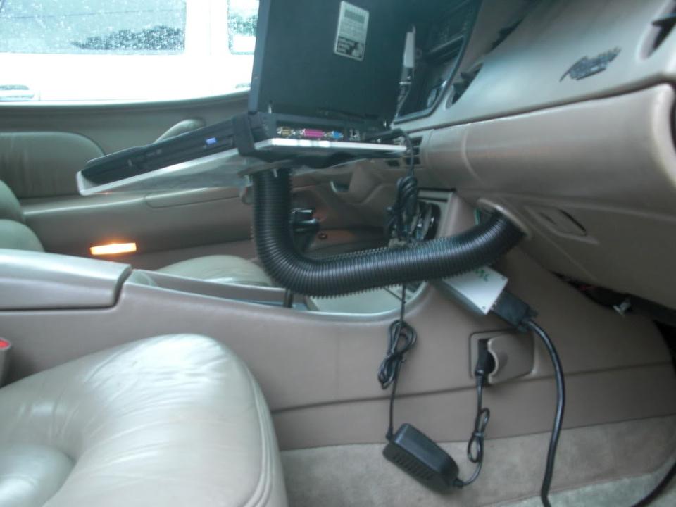 Laptop car mount for Riviera CIMG4435