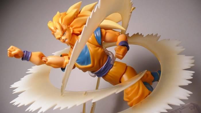 [BANDAI] [Tópico Oficial] Dragon Ball Z S.H. Figuarts: Vegeta - Página 20 P1110439