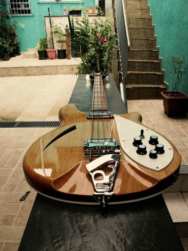 "Review - Renatobacker 4005, luthier Daniel ""Japeta"". 969617_4981475890535_1983209730_n_zpsacb026a1"