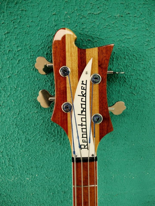 "Review - Renatobacker 4005, luthier Daniel ""Japeta"". 971239_4981475650529_343427082_n_zpsd5402eb1"
