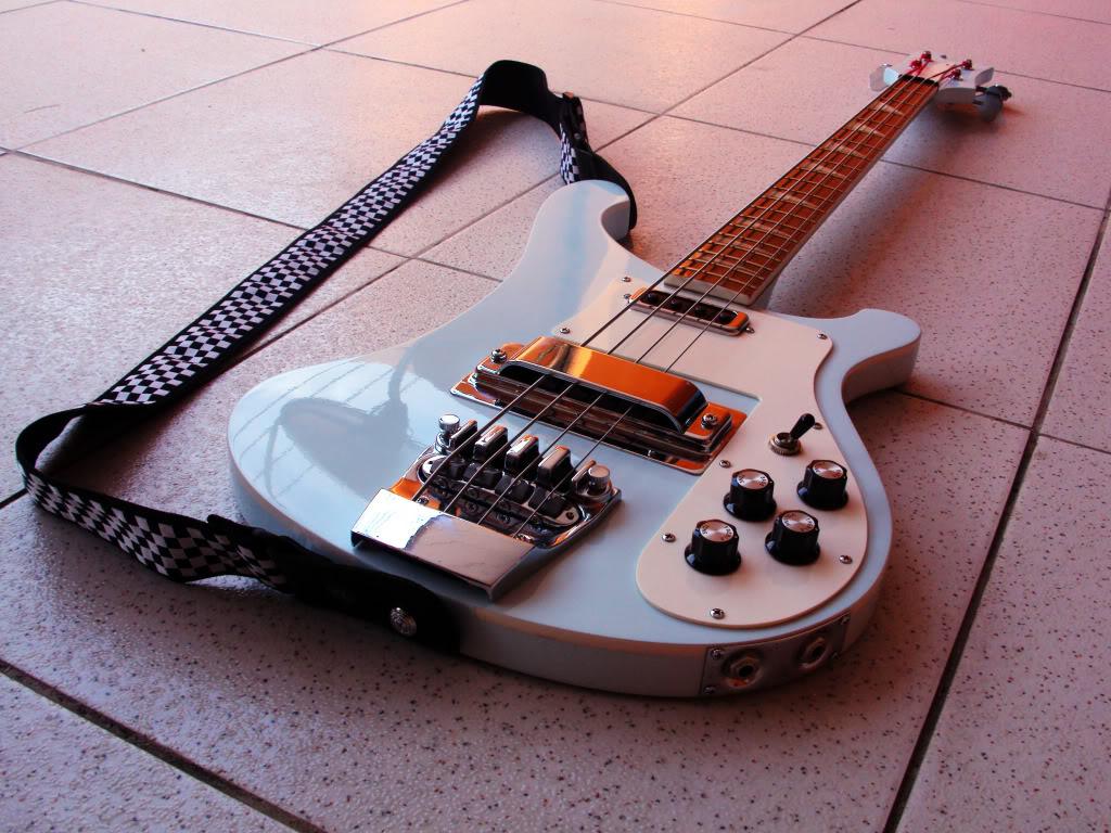 Review: réplica Rickenbacker 4001 1971 feita por Daniel Japeta. Bass