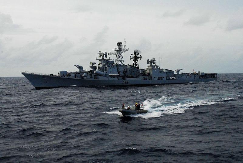 Lực lượng hải quân Xô Viết 800px-INS_Ranvijay_Malabar_071
