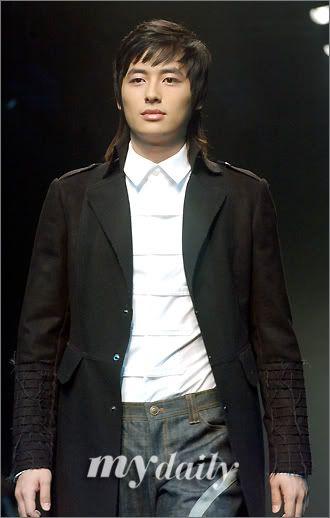 Lee Jee Hoon Fashion Show Catwalk 200604291529031110_1