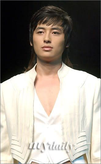 Lee Jee Hoon Fashion Show Catwalk 200604291544101110_1