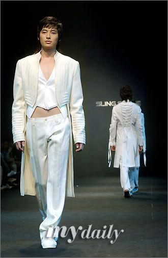 Lee Jee Hoon Fashion Show Catwalk 200604291544101110_2
