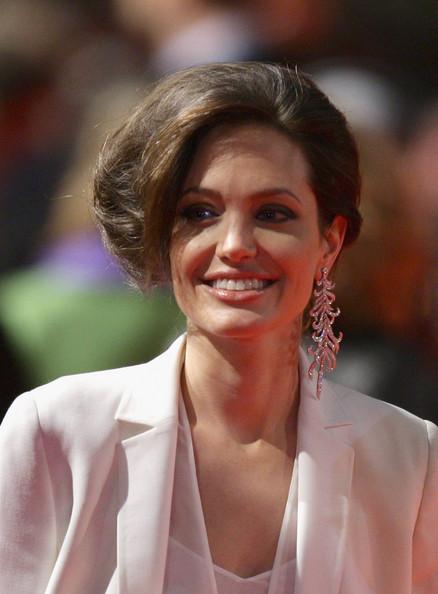 Angelina Jolie / ანჯელინა ჯოლი - Page 2 C66be937fb4564f2849781483ce7f2d7