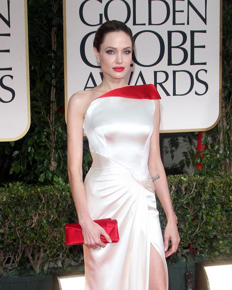 Angelina Jolie / ანჯელინა ჯოლი - Page 2 4babe2101d9ed3bb153954a823fe5f16
