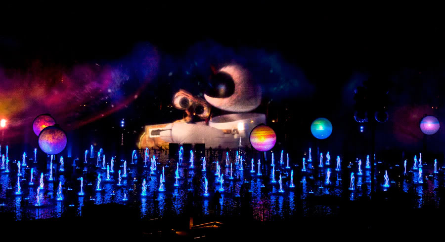 [Disney California Adventure] Le show nocturne World of Color (11 juin 2010) - Page 3 Wallee