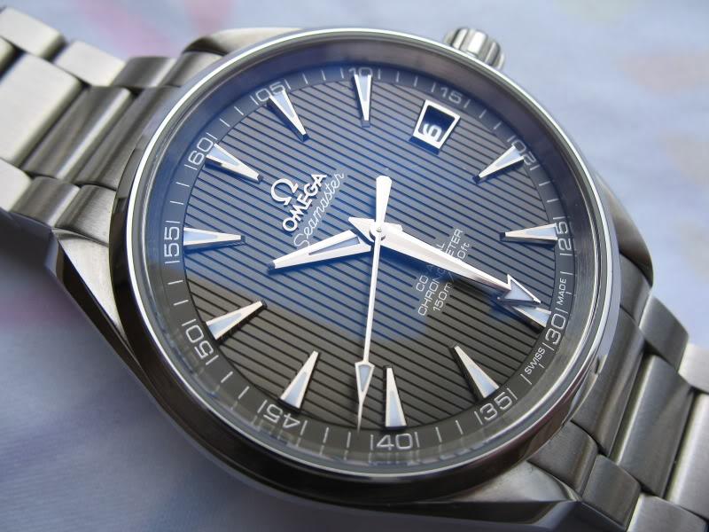 Feu de vos montres à fond anthracite Omegaat008