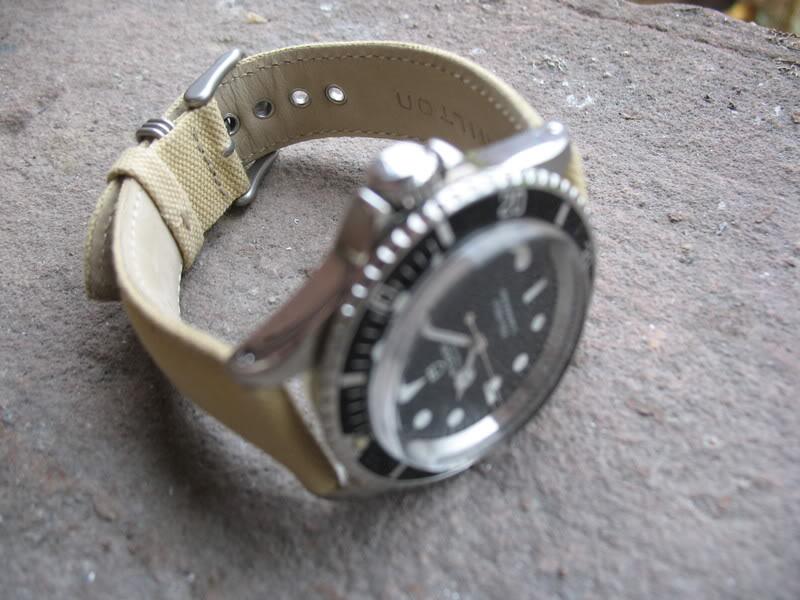 C est quoi comme matiere le CANVAS pour les bracelet ? Tudor067