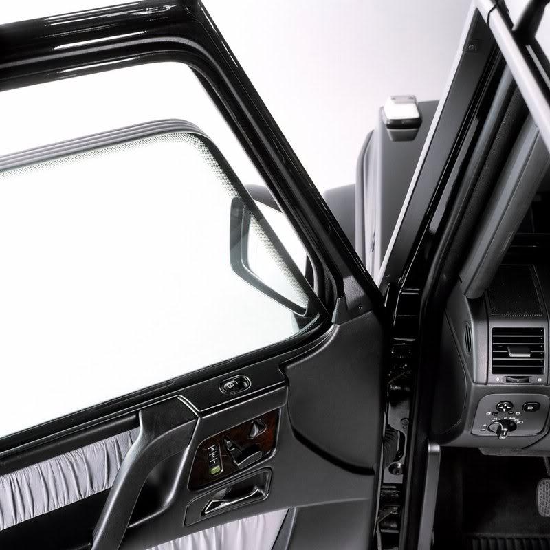 Sistem keamanan Mobil Presiden Kita Mercedes-benz-g-guard-door