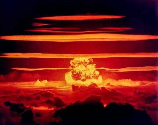 10 Nuclear Bomb Explosions Pictures!! Nuclear_bomb_expo_04