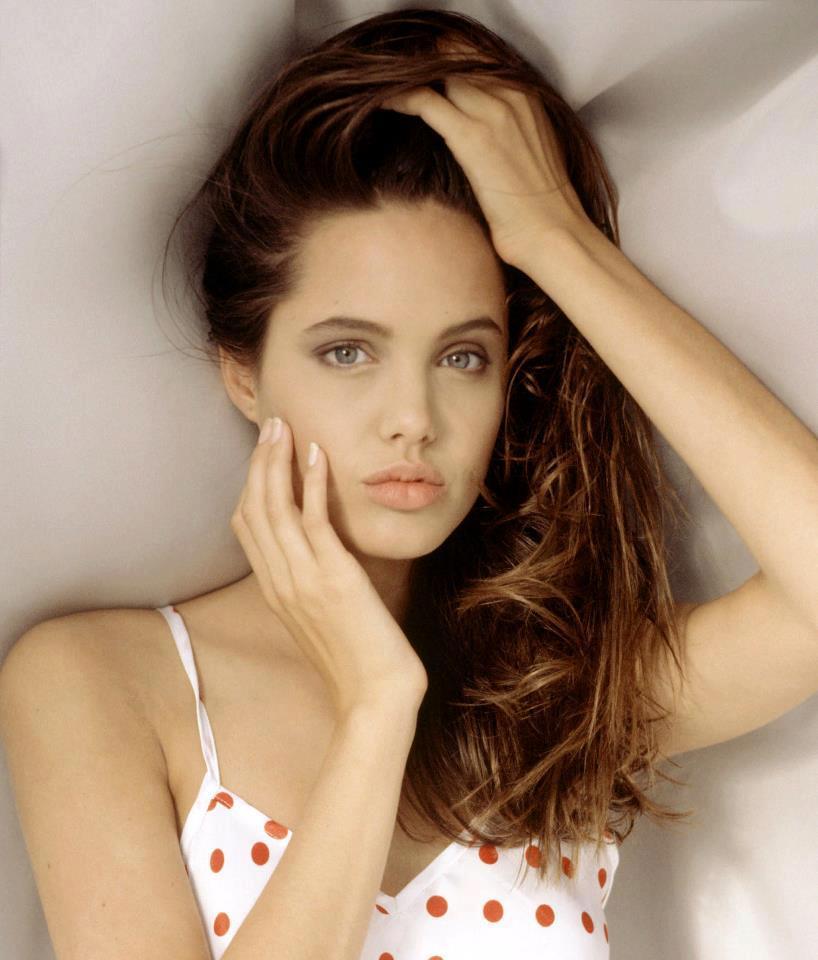 Angelina Jolie / ანჯელინა ჯოლი - Page 2 92c8071af991a6f01ef3dc6b44806565