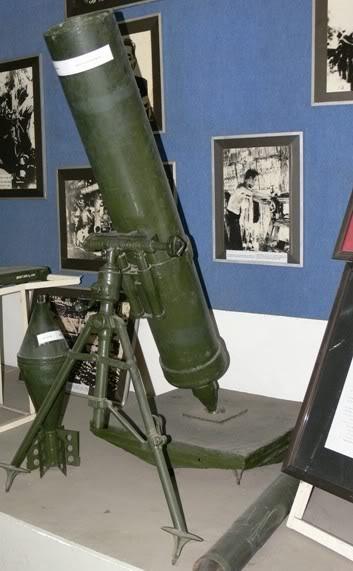 Bộ sưu tập vũ khí của VN trong 2 cuộc kháng chiến Coi_187mm_va_dan