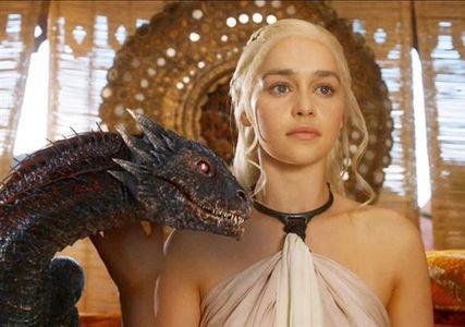Appel à meneurs motivés - Page 2 Daenerys_Targaryen_with_Dragon-Emilia_Clarke_zpssxoqfbtw