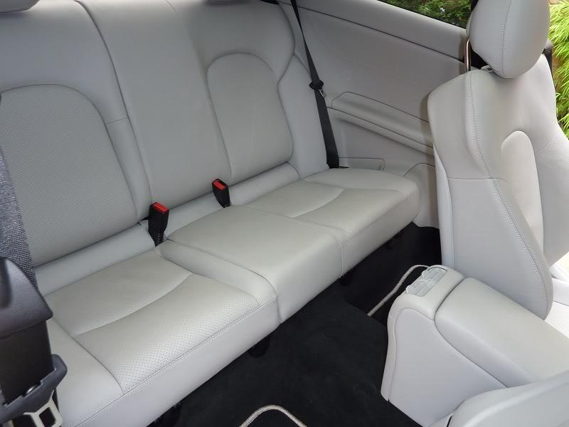 Claro - (MANUTENÇÃO): Interior claro - couro ou MB-Tex - suja muito? P1000564