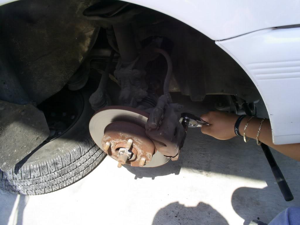 Cambio de balatas delanteras y traseras en Nissan Tsuru III (B13) S4022738