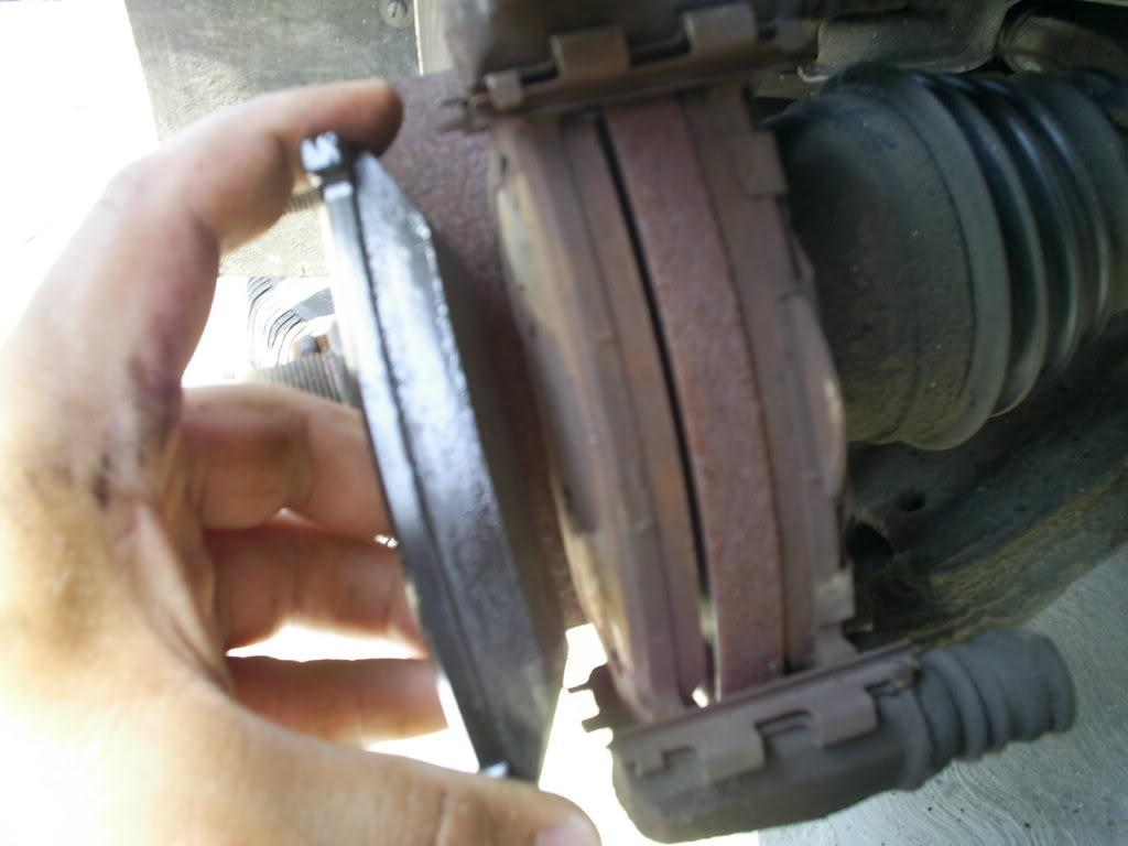 Cambio de balatas delanteras y traseras en Nissan Tsuru III (B13) S4022742