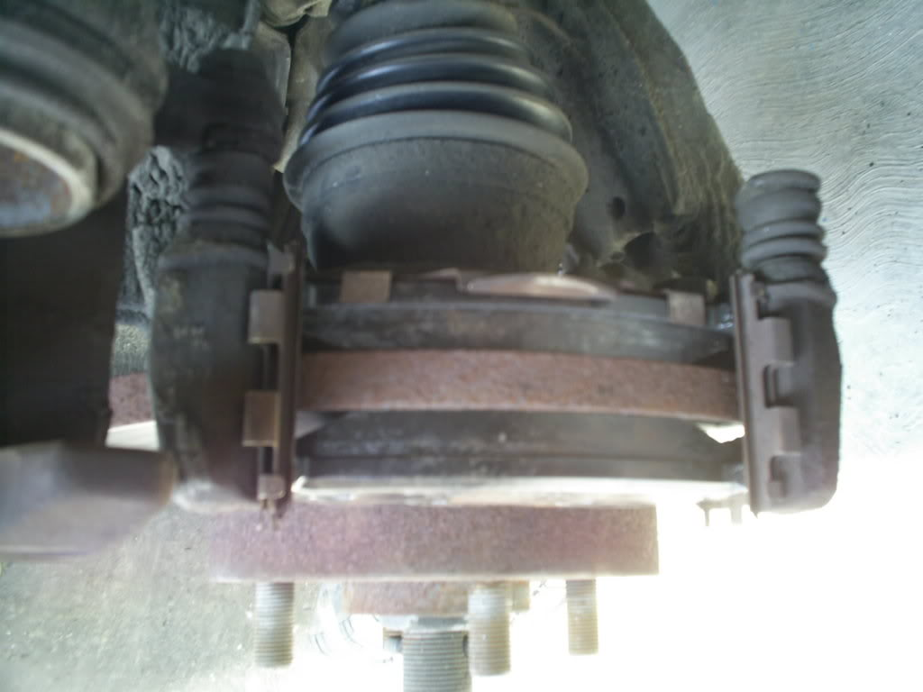 Cambio de balatas delanteras y traseras en Nissan Tsuru III (B13) S4022748