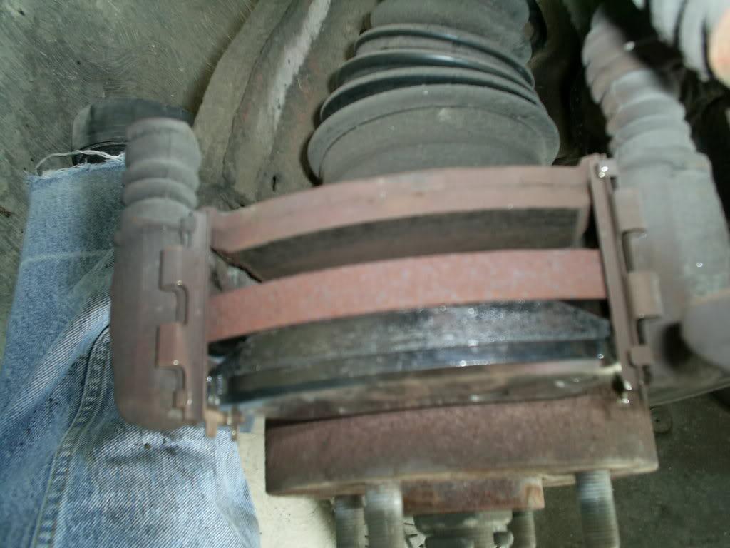 Cambio de balatas delanteras y traseras en Nissan Tsuru III (B13) S4022760