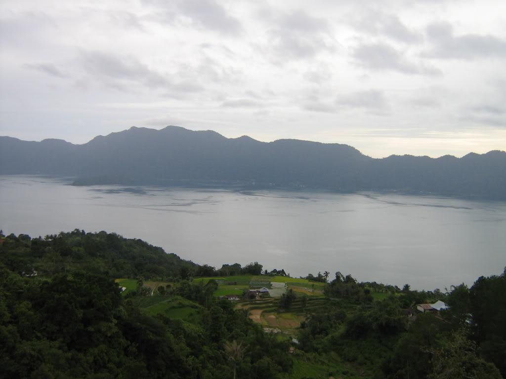 Lac Maninjau (Sumatra) Danaumaninjau1